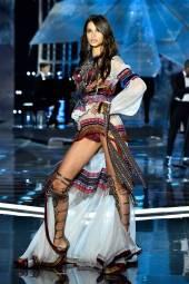 Bruna Lirio - Victoria's Secret Fashion Show