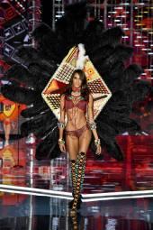 Cindy Bruna - Victoria's Secret Fashion Show