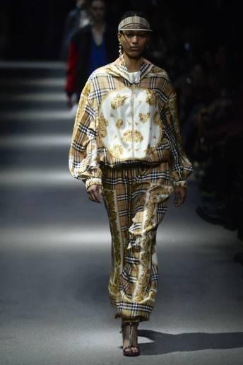 Manuela Sanchez - Burberry Spring 2018 Ready-to-Wear