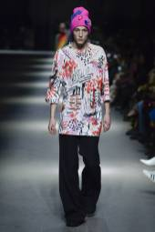 Nick Fortna - Burberry Spring 2018 Ready-to-Wear