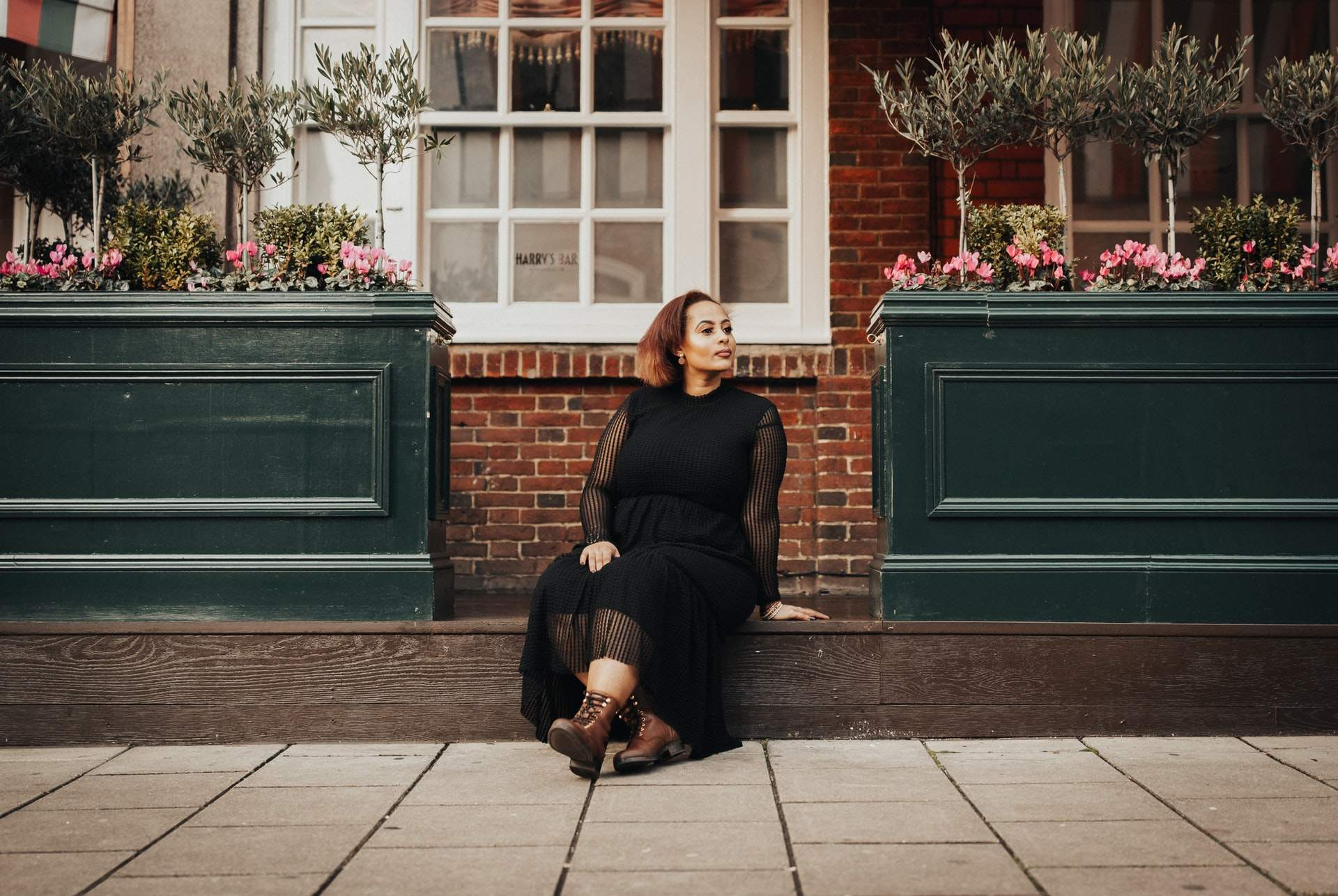 Gordinha com vestido preto