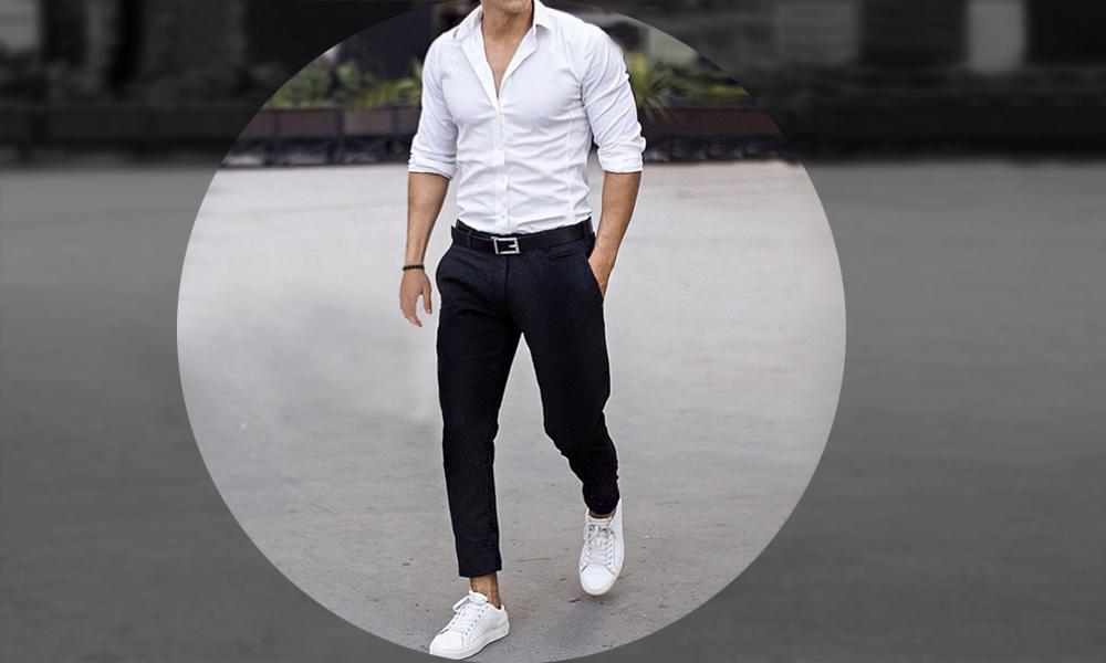 cinto preto e tênis branco