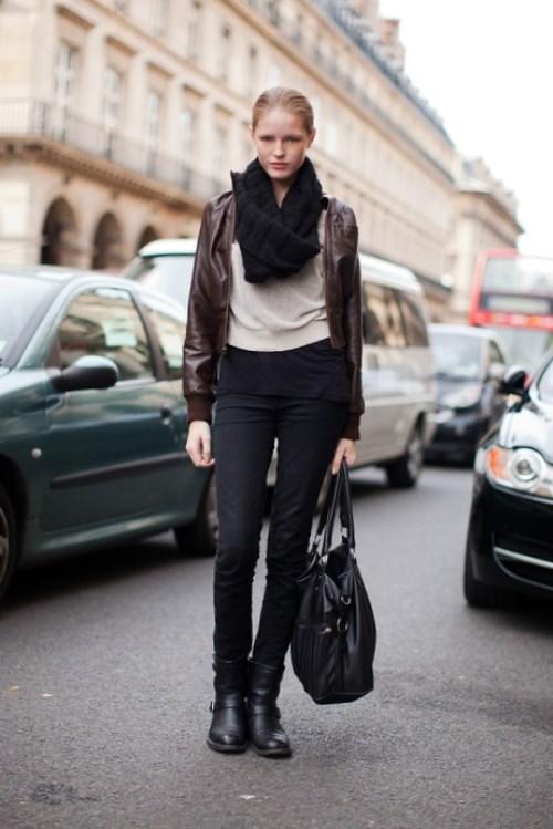 С чем носить кожаную куртку коричневую - модные луки 2020