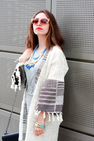moda-style-telling-That-Brand-You-Should-Be-Making-a-Statement-With-featured-image-midi-dress-cardigan-pattern