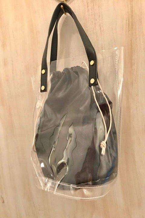 Bolso vinilo transparante con bolsa portaobjetos.