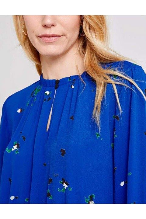 Vestido Freequent de estampado pequeño y bonitos detalles.