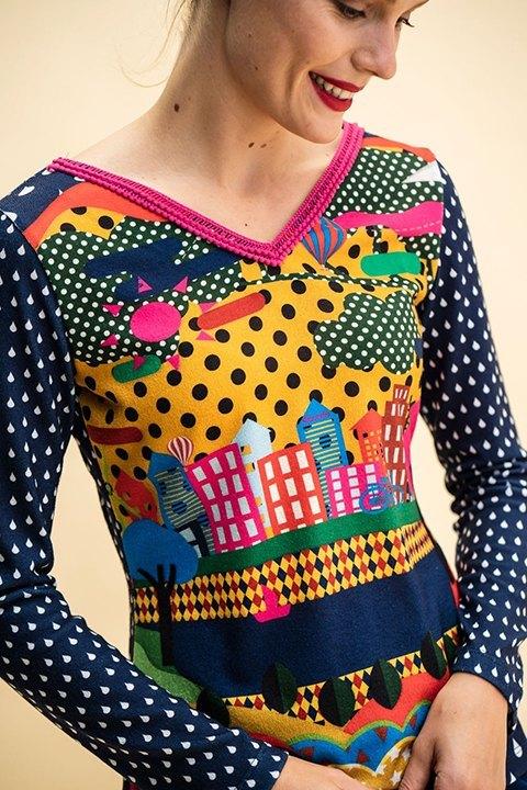 Cerro. Rosalita Mc Gee. Camiseta de punto estampada de cuello pico y manga larga.