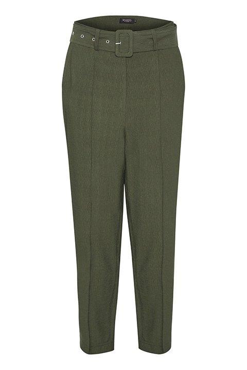 Pantalón verde con bolsillos laterales, cintura alta y larago hasta tobillo.