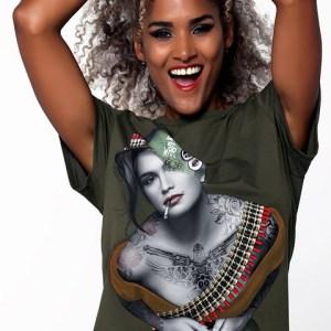 Camiseta Cindy Crawford... más amor y menos guerra.