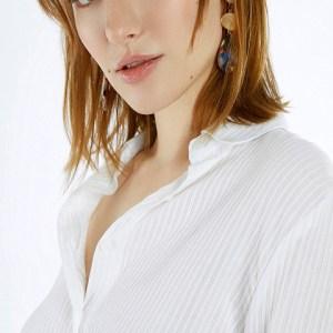 Camisa blanca de algodón con relieve. Meisïe.