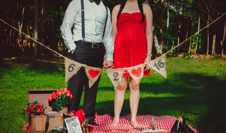 Hochzeitskleid Rot Brautpaar