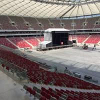 Scena już stoi, a dach schowany - wizyta na stadionie