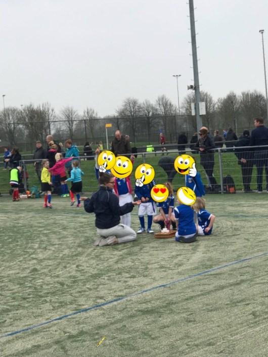 Zaterdag: onze dochter Phyllisia traint de F3 bij korfbal. Vandaag even bij een wedstrjd van haar met de kinderen bekijjken. Echt super leuk die kleintjes.
