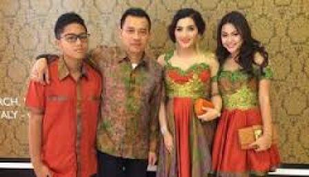 Model Baju Muslim Kebaya Keluarga Modern Terbaru