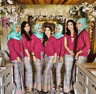 Model Baju Kebaya Seragam Keluarga Untuk Pernikahan Terbaru