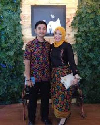 Model Baju Kaos Couple Kondangan Modern Terbaru