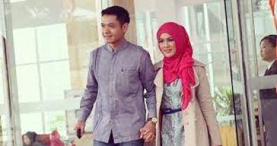 Baju Muslim Couple Artis Untuk Lebaran