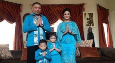 Model Baju Muslim Batik Pasangan Suami Istri dan Anak Terbaru