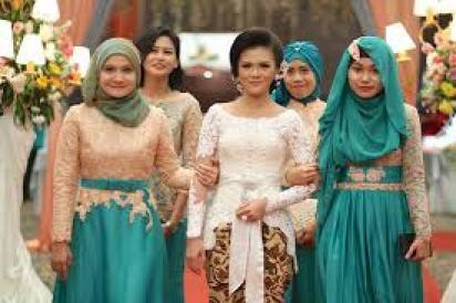 Model Baju Keluarga Pengantin Malaysia Modern Terbaru