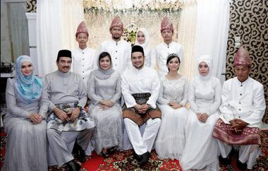 Baju Kebaya Seragam Keluarga Untuk Pernikahan