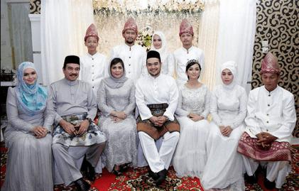 Model Pakaian Seragam Keluarga Pengantin Muslimah Modern Terbaru