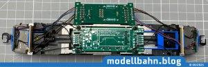 Roco TRAXX2 mit eingebauter Plux22 Platine und angelöteten Kabel Radkontakte und des Flüsterschleifers