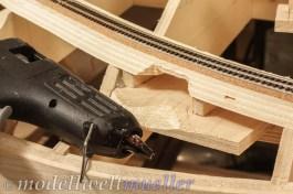 Heißkleber ist eine praktische Alternative für Anbauteile ohne tragende Funktion.