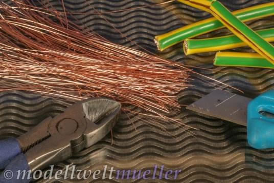 Dicke Erdungslitzen enthalten die passenden 0.5mm starken Kupferdrähte.