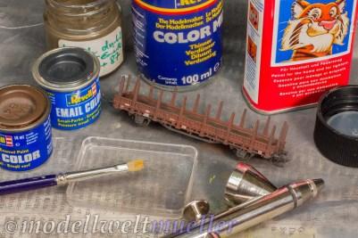 Eine dünne Schicht Kunstharz-Farbe bilden die erste Schmutzschicht