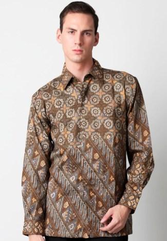 Baju Batik Lengan Panjang Pria Bermotif Modern namun Tetap Elegan