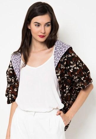 Dress Batik dengan Bahan Polos dan Rompi