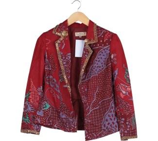 Inspirasi Batik Wanita dengan Model Blazer Cocok untuk Kerja Kantoran