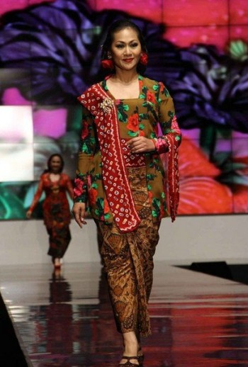 Model Kebaya Kartini Paling Elegan