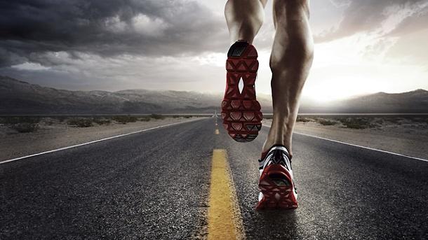 eine-strasse-ein-mann-mehr-braucht-es-zum-joggen-nicht-.jpg