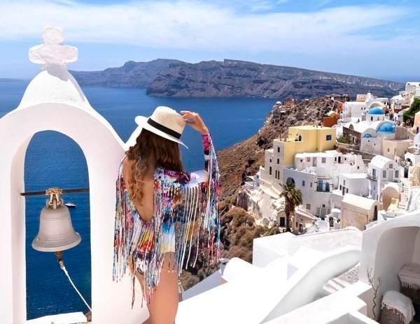 luxury travel santorini