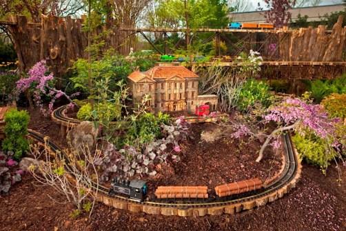 Garden Trains 00v;ljndjvnd