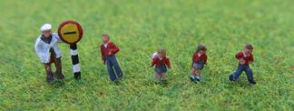 PD Marsh PDX57 School Children & Crossing Patrol  (5 figures N scale)