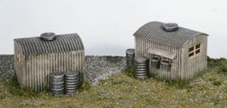 Wills SS22 Lamp Huts with Oil Drums (2) (OO gauge plastic kit)