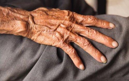 Azərbaycanda 85 yaşlı kişi intihar etdi