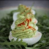 Jajka z pastą z awokado (Keto, Paleo, LowCarb, Wege)