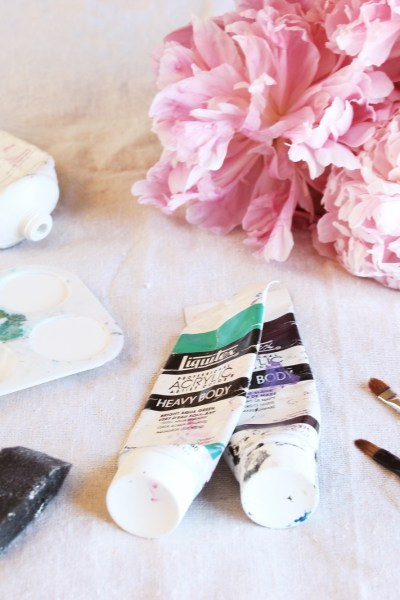 Take Your Engagement Pictures To The Next Level With This Unique DIY Tutorial Perfect For Your Save The Date Cards