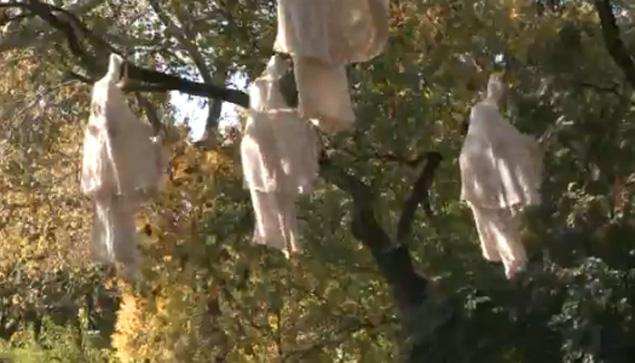 Hanging Ghosts – Frugal HALLOWEEN Decorating Idea