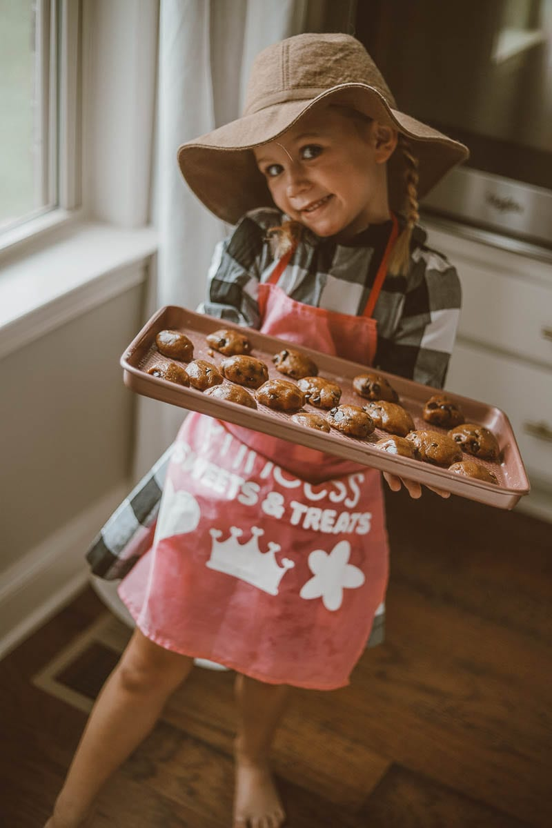 Kid Friendly | Red Mill | Rainy Day Baking: 5 Ingredient Chocolate Chip Cookies featured by top Nashville lifestyle blog Modern Day Moguls