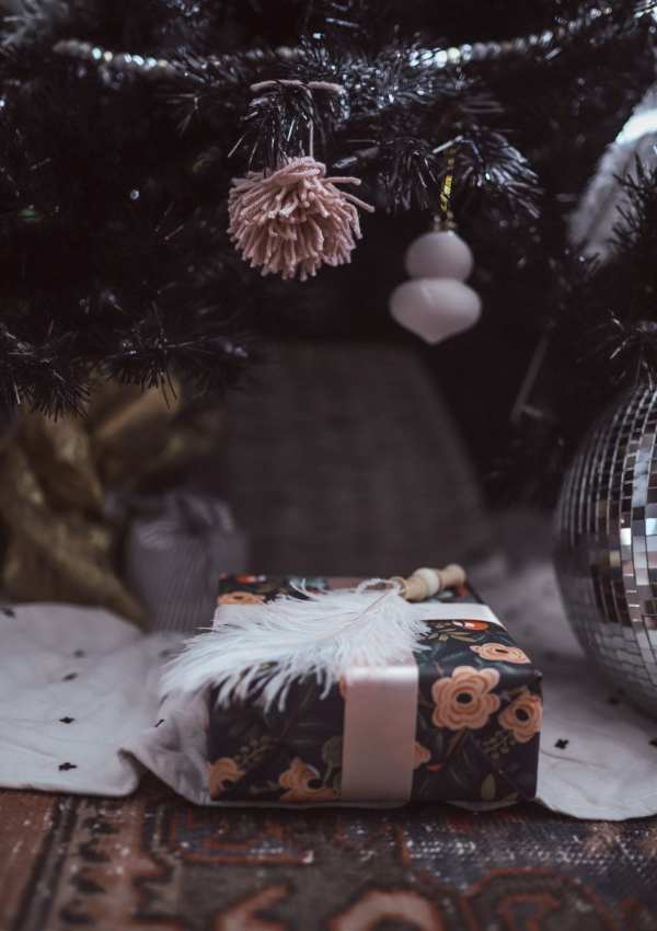 5 Ways to Decorate with Feathers for Boho Christmas Decor