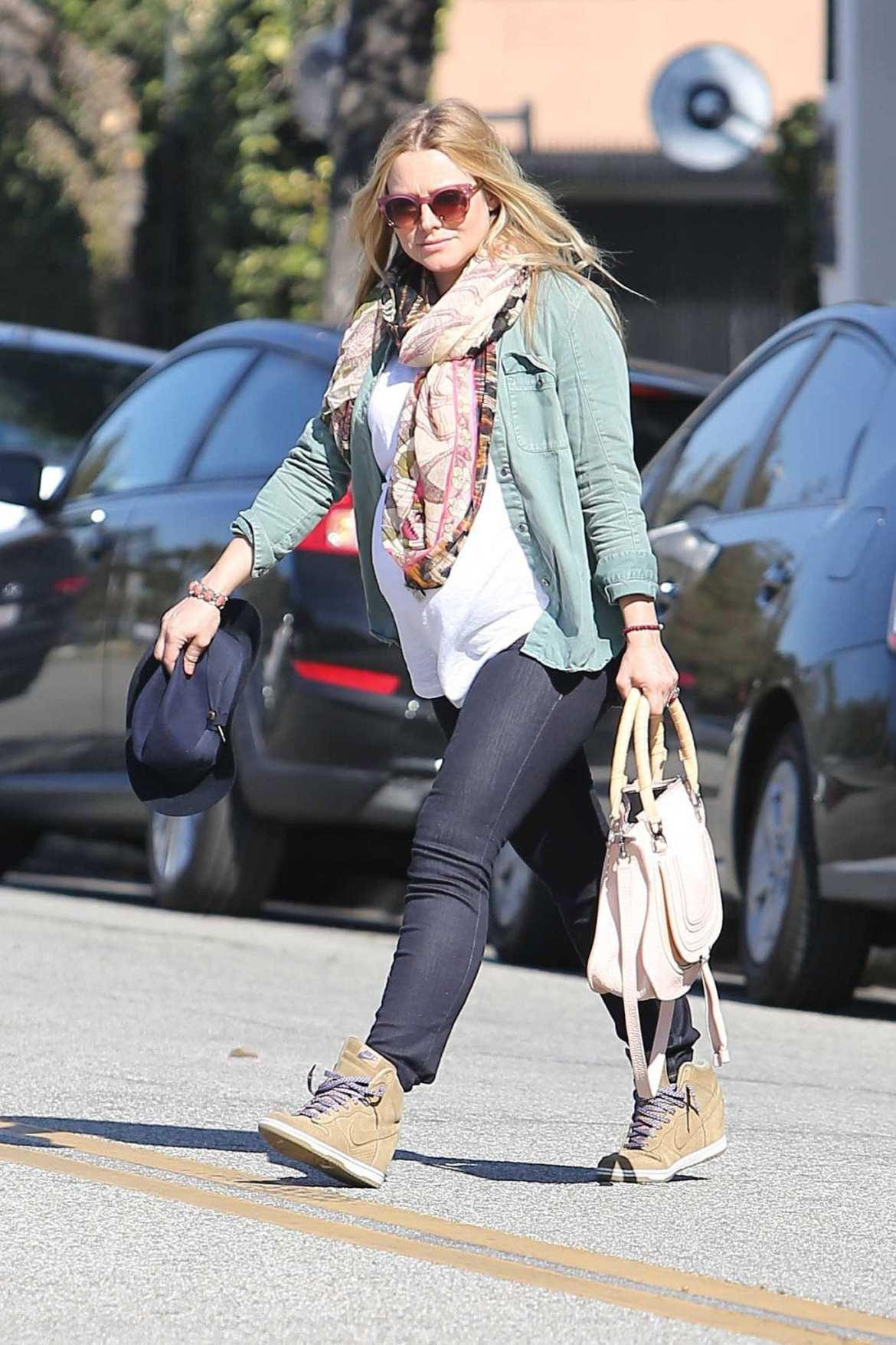 Kristen Bell takes her big Baby Bump to the Salon