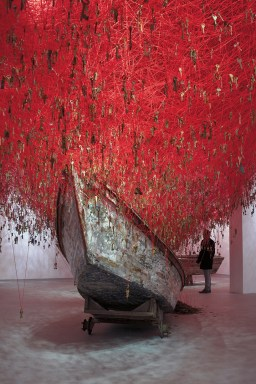 Chiharu Shiota - The Key In the hand (2015) courtesy of Sunhi Mang