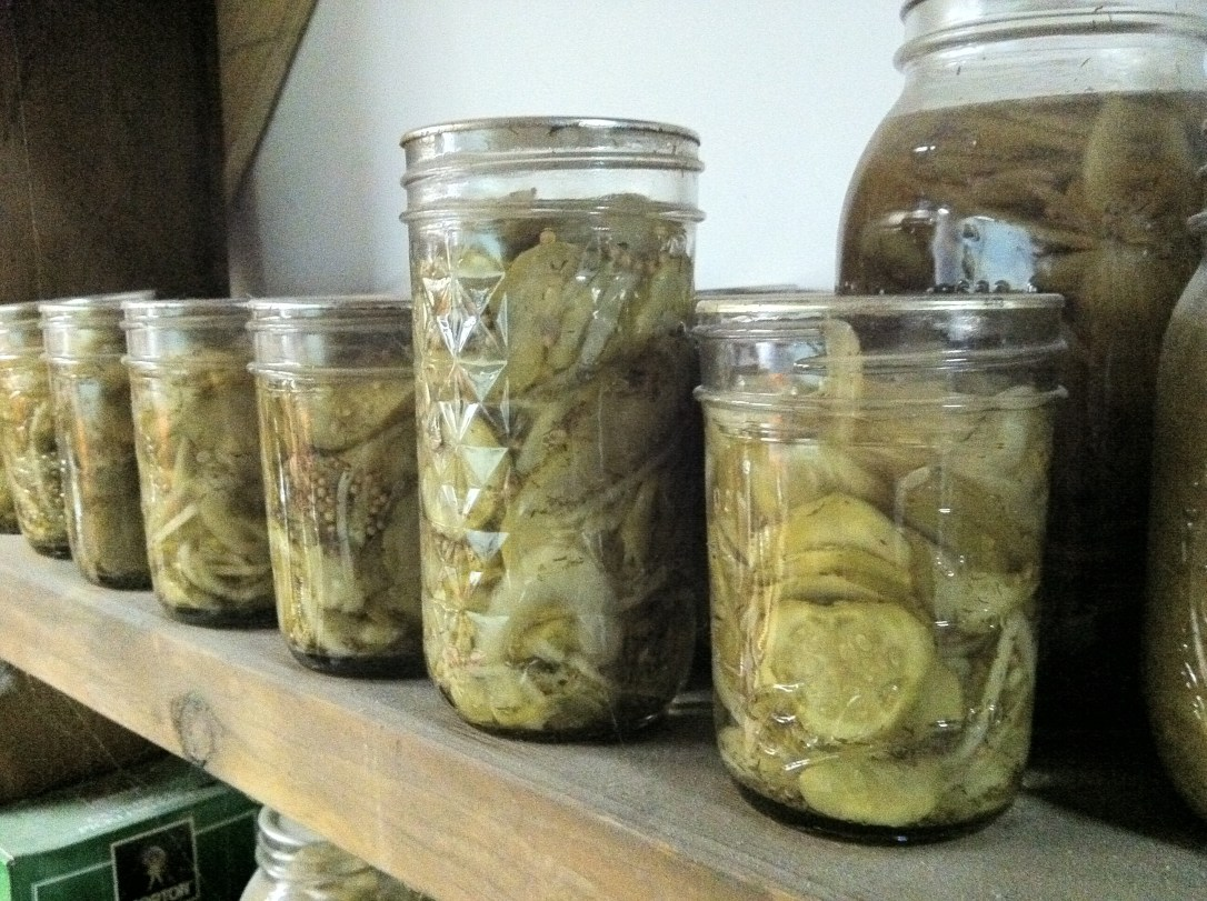 Mason jar canning pickles cucumbers