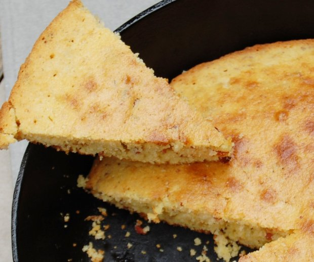 Skillet cornbread with bacon in the skillet, www.moderngillie.com