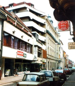 Az új épület a 1998 körül... (forrás: Winkler-Kurcsis)