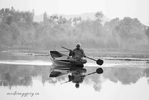 dal lake boatman villager shikara